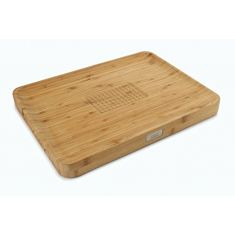 Joseph joseph|Cut & Carve Bamboo Cutting Board with Food Grip and Angled Surface